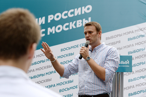 Aleksei Navalny, Moscow Mayor hopeful from the RPR-PARNAS Party, facing his electors at the gardens in the Leninsky Avenue, Moscow. Source: RIA Novosti