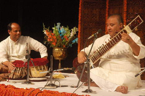Singer and sitar maestro Ustad Shujaat Husain Khan will perform in Ufa, Kazan and Moscow on October 19, 21 and 23 respectively. Source: AFP/East News