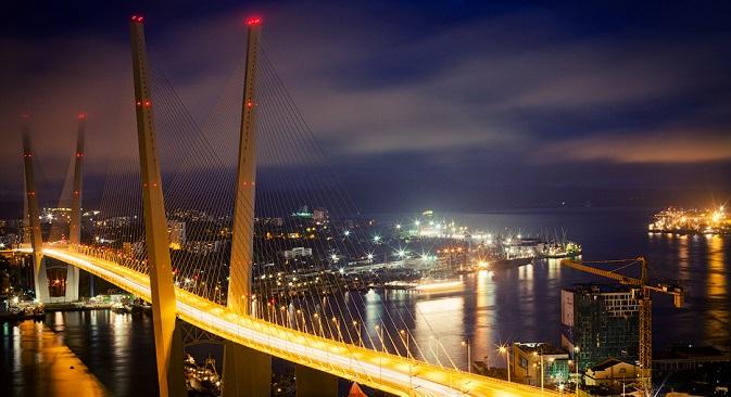 The Zolotoy Rog bridge was built in Vladivostok ahead of the 2012 APEC Summit. Source: Blongman