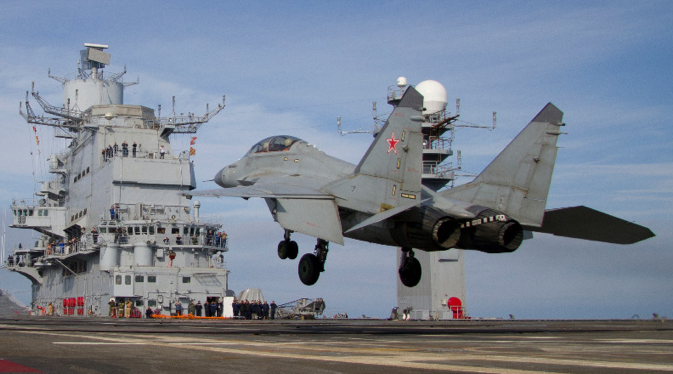 The Northern Fleet's combat pilots have successfully flown over the Vikramaditya's deck. Source: AO Sevmash press office