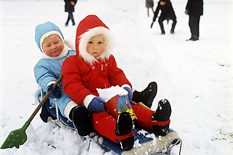 To fight autumn gloom Russians, especially kids, are looking forward to snow and favourite winter occupations.