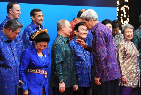 Russian President Vladimir Putin, center, and U.S. Secretary of State John Kerry, foreground, right, during an official photo session by heads of states and governments of the countries of the APEC CEO Summit 2013 held in Bali. Source: Michael Klimentyev / RIA Novosti
