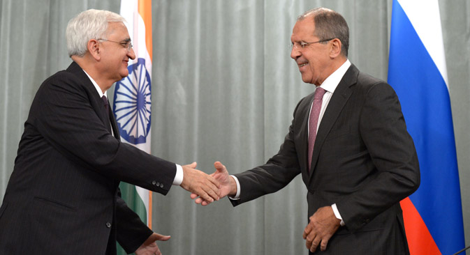 Russian Foreign Minister Sergei Lavrov (r) meets with Indian External Affairs Minister Salman Khurshid in Moscow. Source: Evgeny Biyatov / RIA Novosti