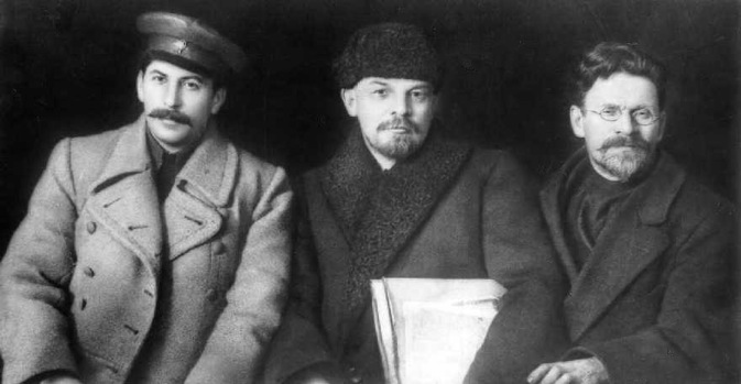 Fans of the USSR are eager to know what the new Russian textbook says about the Soviet period. Photo: Stalin (l), Lenin (c), Kalinin (r). Source: wikipedia.org
