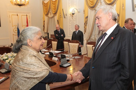 St Petersburg Governor Georgiy Poltavchenko and India's Minister of Culture Chandresh Kumari Katoch at the meeting in Smolny. Source: Official webiste of the Saint Petersburg City Administration