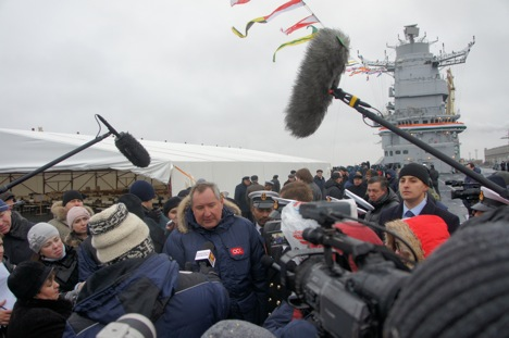 Russian Deputy Prime Minister Dmitry Rogozin, сenter, gives an interview to journalists during the ceremony of handing the aircraft carrier Vikramaditya to India. Source: Alexander Yemelyaninkov