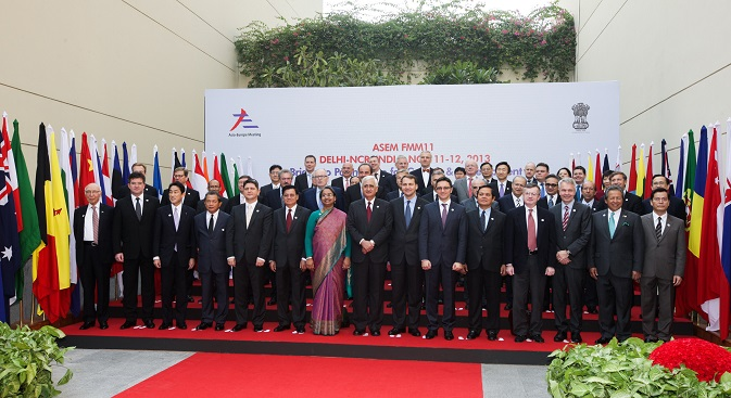 Delegates pose for photos during the 11th Asia-Europe foreign ministers' meeting (ASEM) in New Delhi, November 11, 2013. Source: Photoshot