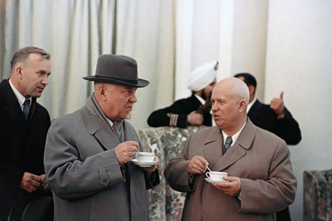 Khrushchev (R) and Bulganin in India. Source: RIA Novosti / Anatoliy Gagarin