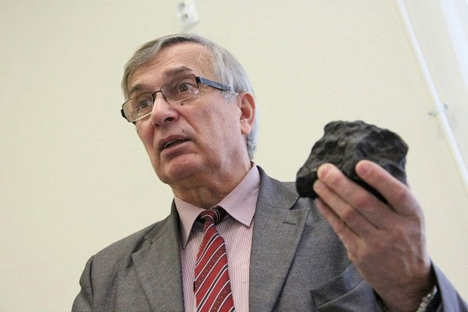 Viktor Grokhovskiy led an exhibition to collect more than 700 fragments of Chelyabinsk meteorite. Source: RG