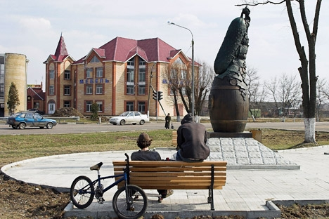 A monument of a cucumber in the town of Lukhovitsy. Source: ITAR-TASS