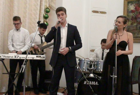 The musicians and singers from the Moscow band looked to turn the chilly evening into a 'little summer' for the audience. Source: Russian Embassy in New Delhi