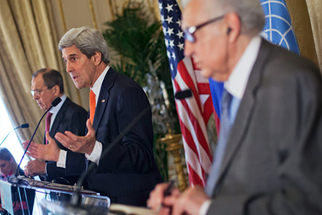 US Secretary of State John Kerry, center, with Russia's Foreign Minister Sergey Lavrov, left, and U.N-Arab League envoy for Syria Lakhdar Brahimi discuss international support for ending the civil war in Syria at the meeting in Paris on January 13, 2014. Source: AP