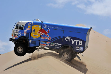 There is a long-standing practice at Dakar: if a team can demonstrate that it was forced to stop and help another racer, the lost time is returned. Source: Press photo