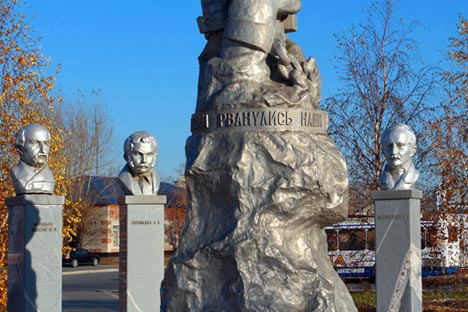 Monument to Decembrists in Yaluturovsk / Lori, Legion Media