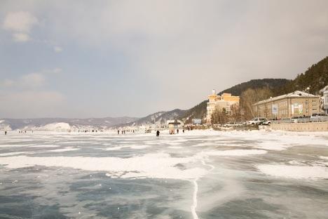 Listvyanka, by Lake Baikal, has many cafes serving local cuisine. Source: Lori / Legion Media