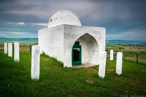 Borga Kash Mausoleum. Source: timag82.livejournal.com