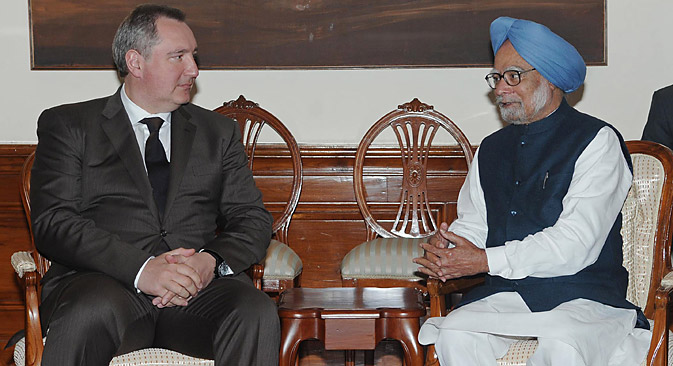Dmitry Rogozin with Manmohan Singh. Source: AFP