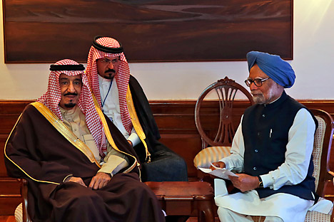 Saudi Arabian Crown Prince Salman bin Abdulaziz Al Saud and Indian Prime Minister Manmohan Singh talk during a meeting in New Delhi. Source: AP