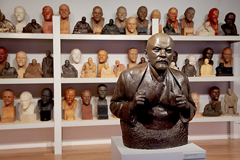 The bust of Lenin by sculptor Andreev and sketches to him. Source: Olesya Kurpyaeva / RG