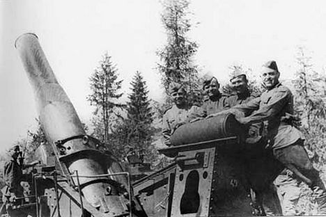 The idea of creating a high-powered land weapon was first floated in military circles in 1915 at the height of the First World War. Source: Press photo