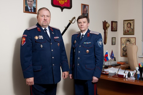 Ataman Sergey Shishkin (l) and Vasily Solovyev, deputy ataman of the Southeast district Cossack society. Source: Anton Churochkin / RIR