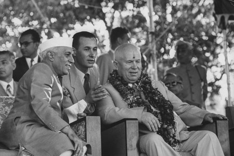 Jawaharlal Nehru and Nikita Khrushchev during his first official visit to India in 1955. Source: Getty Images / Fotobank