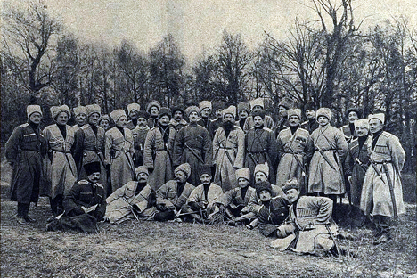Grand duke Michael Alexandrovich and the Wild Division officers. Source: wikimedia.org