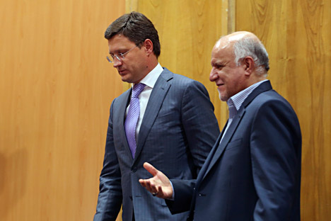 Russian Energy Minister Alexander Novak (l) and Iranian Oil Minister Bijan Zanganeh leave after a joint meeting in Tehran on September 9, 2014. Source: AP