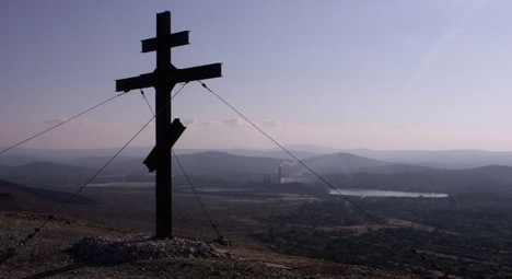 The Cross of Repentance erected atop a hill near the city of Karabash. Source: ITAR-TASS