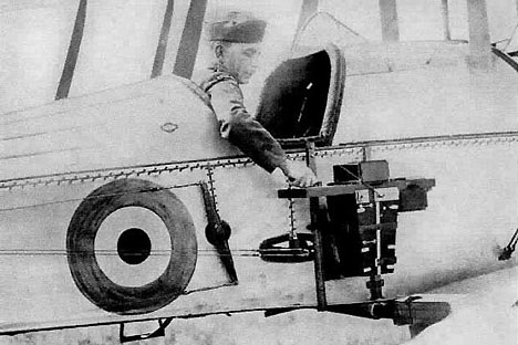 A semi-automatic camera for aerial photography created by Colonel V. Potte. Source: Open source