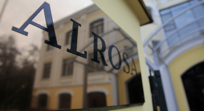 ALROSA's sales policy is based on long-term agreements, which account for over 65 percent of total sales volume. Source: Reuters