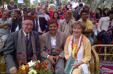 Alexander Kadakin (l) and Rakesh Kanwar (c) were the chief guests of the celebrations. Source: Russian Embassy in India