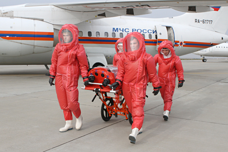 Members of Russia's Emergency Situations Ministry prepare a planу to transport Ebola patients, Oct. 9. Source: Alexander Khrebtov / RIA Novosti