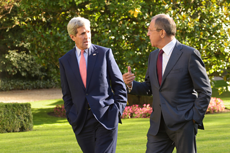 U.S. Secretary of State John Kerry (L) and Russian Foreign Minister Sergey Lavrov speak at the Chief of Mission Residence in Paris. Source: Eduard Pesov / MFA Russia