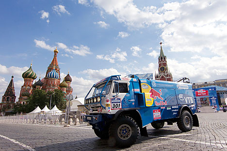 """KamAZ-Master"" truck - the crew of pilot Airat Mardeev at the start of the ""Silk Road"" rally-raid on Red Square. Source: Vitaly Belousov / RIA Novosti"