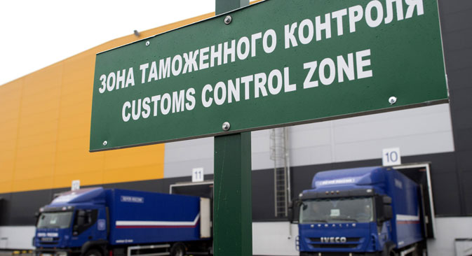 The main advantage of the 'green corridor' is that goods being transported by entrepreneurs will not have to undergo customs inspection and examination when crossing the border – measures now commonly used to minimize risks. Source: Iliya Pitalev / RIA Novosti