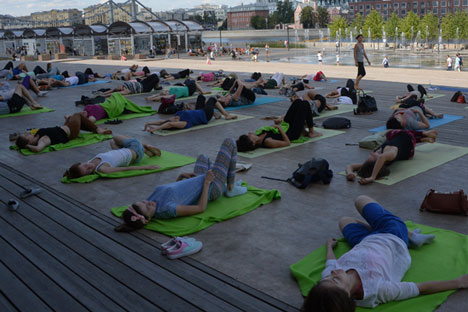 Yoga classes in the Museon park. Source: RIA Novosti/Vladimir Fedorenko