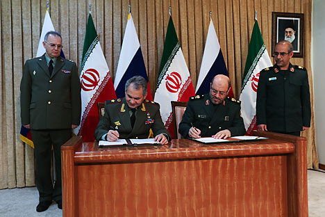 Russia's Defence Minister Sergei Shoigu (second left) and Iran's Defence Minister Hossein Dehghan (second right) sign an agreement to expand military ties in Tehran Iran. Source: AP
