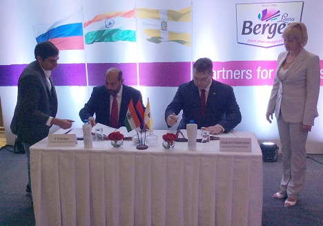 Signing an agreement with Berger Paints Company. Source: Press Service of the Governor of the Stavropol Krai