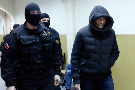Andrei Ikramov, Governor of Sakhalin region Alexander Khoroshavin's aide, is escorted by Federal Security Service members inside a court building. Source: Reuters