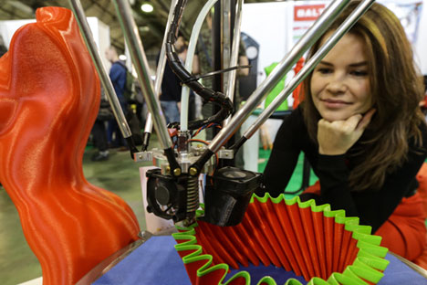 "A visitor at the ""3D Print Expo"" advanced 3D printing and scanning technologies exhibition, at Sokolniki Exhibition and Convention Centre. Source: Sergei Savostyanov / TASS"