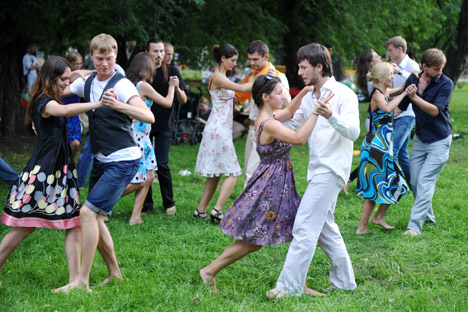 Participants dance at the Dancing City flashmob at Moscow's Gorky Park. Aleksandr Utkin / RIA Novosti