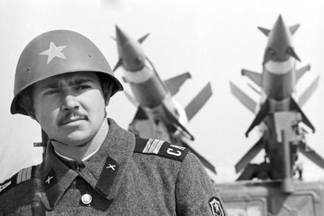Soviet soldier, Moscow Region, 1977. Source: TASS