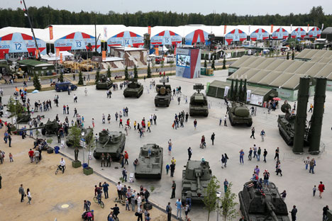 All kinds of dynamic displays, including demonstration of the newest firearms, were the most impressive and spectacular at the Army-2015 Forum. Source: Yekaterina Shtukina / RIA Novosti