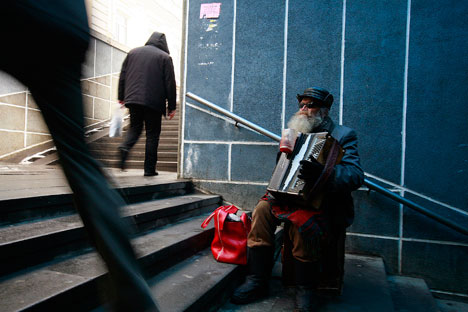 Russian poverty has its specific features, with working people increasingly becoming poor. Source: Reuters