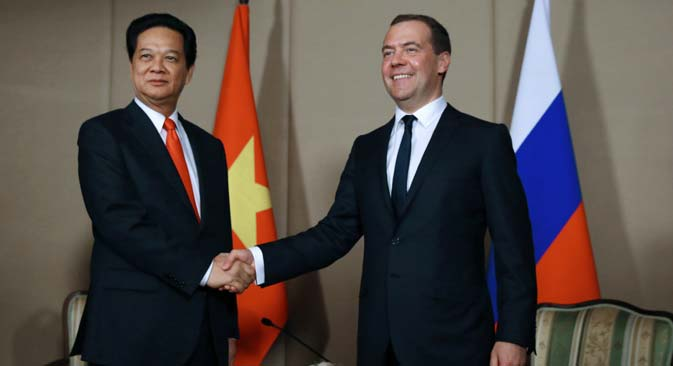Russian Prime Minister Dmitry Medvedev with his Vietnamese counterpart Nguyen Tan Dung, after the signing of the Vietnam-Eurasian Economic Union FTA. Source: RIA Novosti / Yekaterina Shtukina
