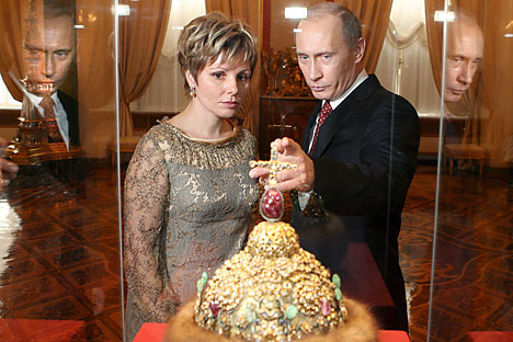 Russian President Vladimir Putin and Yelena Gagarina, the Director of the Kremlin Museums look at the crown of Peter the Great during the ceremony of the celebration of the 200th anniversary of the Kremlin Museums in Moscow, Tuesday 07 March 2006. Source: EPA / Yuri Kadobnov