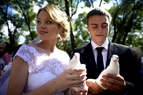 Each year we record 1.2 million marriages, of which 50% end in divorce. Source: TASS / Sergei Bobylev