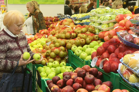 The most dramatic falls were in the cost of fruit and vegetables. Source: Vladimir Fedorenko / RIA Novosti