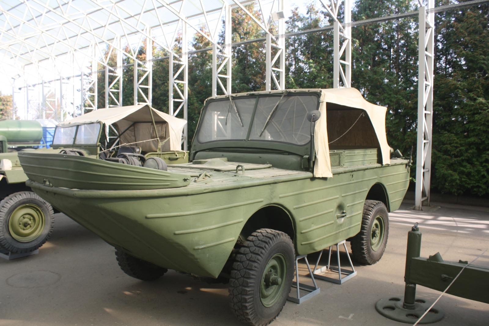 Изложенa су и стара и експериментална возила.